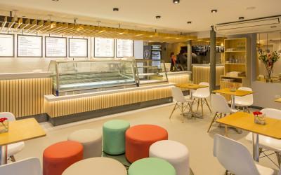 Conocé Aprile Gelato dolce e salato, una heladería distinta con una impronta italiana y moderna en City Bell by IMA Architects.
